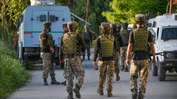 J&K: पुलवामा में मुठभेड़, सेना ने दो आतंकियों को किया ढेर, एक जवान शहीद