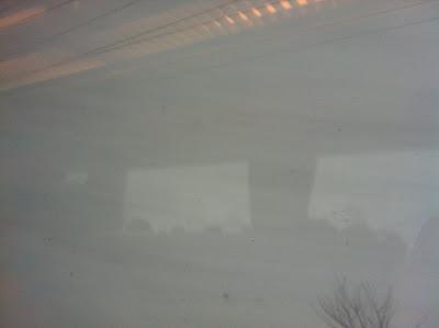 吹雪の車窓