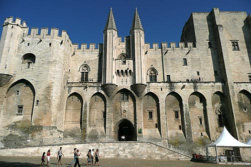World tourism the best attractions in paris france for Ch d avignon