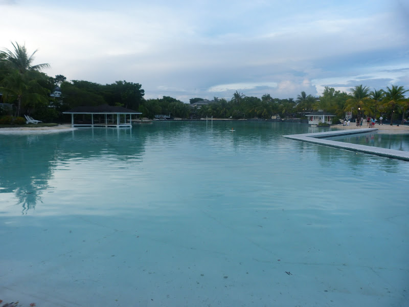 Mactan - Lapu Lapu Un grand hotel, immense piscine d'eau douce, immense pisine d'eau de mer