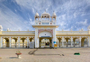 Entrance of Sarovar for pilgrims in Gurdwara Nankana Sahib