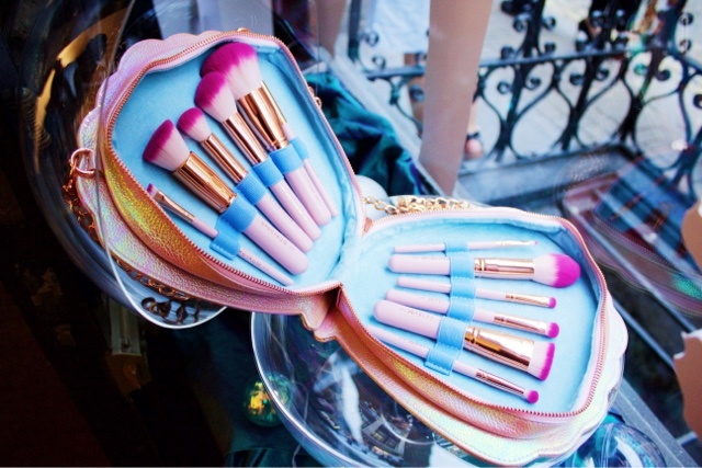 Spectrum Collections bombshell brushes