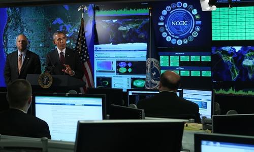 Hinh anh: Tong thong My Barack Obama trong mot chuyen tham Trung tam Tich hop Vien thong va An ninh mang Quoc gia o Arlington bang Virginia My Anh NYTimes