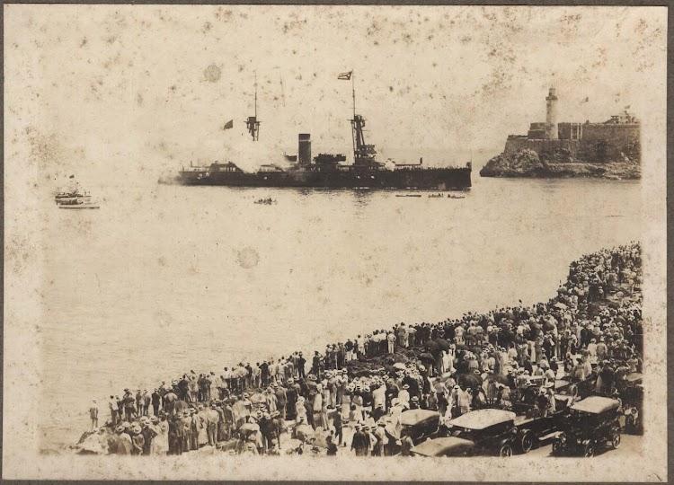 El ALFONSO XIII frente al Morro. Foto Museo Historico Municipal de San Fernando. Colección Lazaga. P. Pijuan. 9 de julio de 1920.jpg