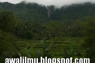 Foto Pemandangan Air Terjun Curug Muncar Dari Jauh