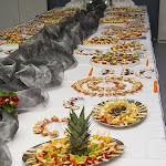 Skladký raut plný desertů