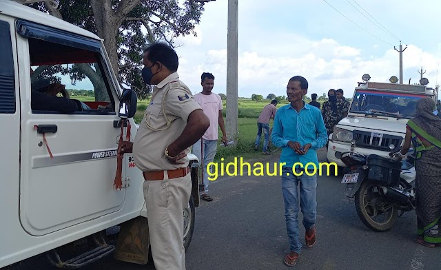 गिद्धौर पुलिस ने मौरा सम्पर्क पथ पर सघनतापूर्वक की वाहनों की चेकिंग, काटे चालान