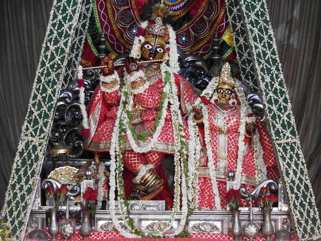 Radha Govind Devji Deity Darshan 16 August 2016 (1)
