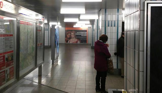 Kunsthalle, Warten Ausstellung Plakat U3 Bahnhof
