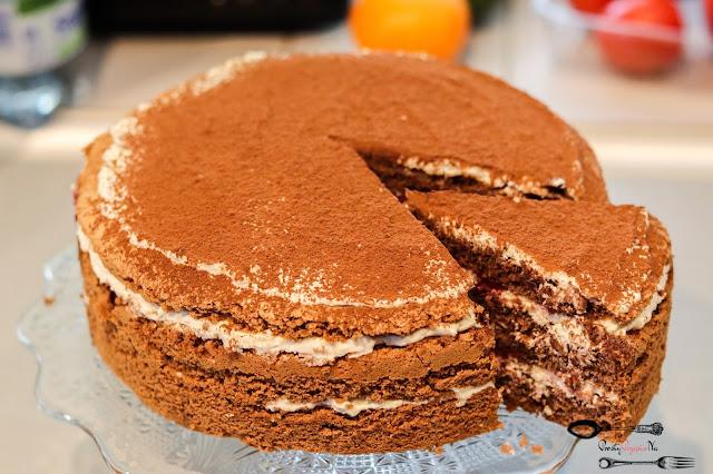 ciasta i desery, tort tiramisu, tiramisu z wiśniami, torcik tiramisu z owocami, biszkopt czekoladowy z 6 jaj,krem śmietankowy z mascarpone, krem tortowy z białą czekoladą, tort z białą czekoladą,