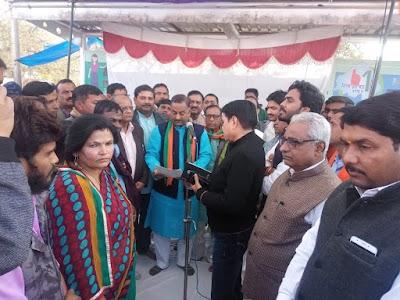 राफेल पर कांग्रेस के दुष्प्रचार के खिलाफ भाजपा ने जिला केन्द्र पर धरना दिया