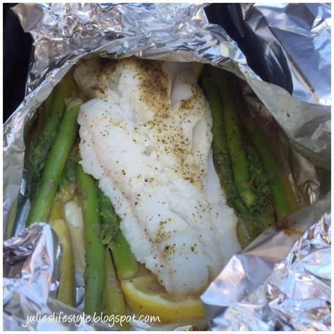 Julie 39 s creative lifestyle grilled fish with asparagus in for Fish in foil packets