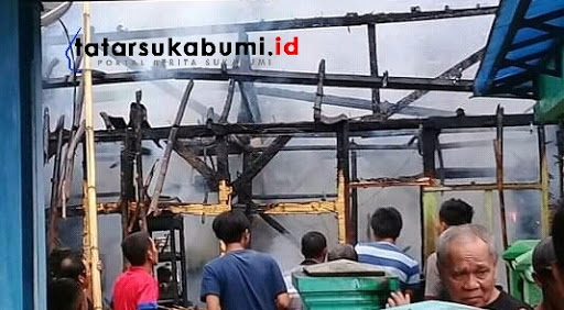 Rumah Perbatasan Sukabumi - Banten Diamuk si Jago Merah