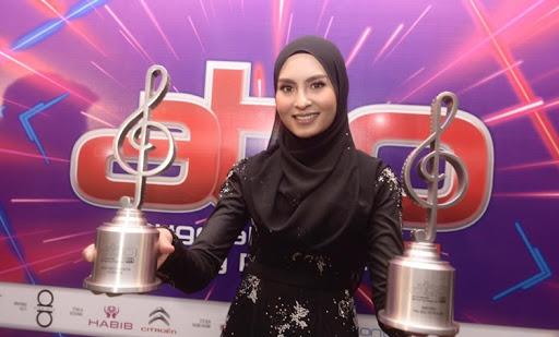 Berikut merupakan senarai penuh pemenang Bintang Popular Hiburan 2018