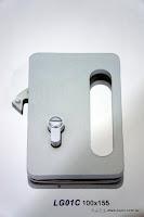 裝潢五金 品名:LG01A-玻璃橫拉門鎖 規格:100*155MM 型式:房間/浴室用 價格:$4800/組 顏色:霧白色 功用:玻璃橫拉門用 玖品五金