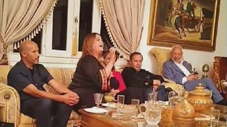 انهالت الانتقادات على الحركة واعتبر البعض أنّ الحفل يدخل في إطار محاولة تبييض صورة النهضة ضمن حملة الانتخابات البرلمانية