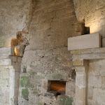 Château : cheminée et four du donjon