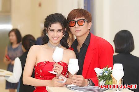 Tim - Trương Quỳnh Anh diện đồ đỏ nổi bật tại sự kiện