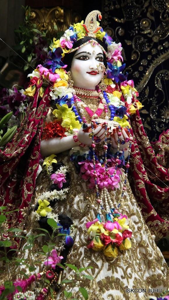 ISKCON Juhu Sringar Deity Darshan on 25th August 2016 (45)
