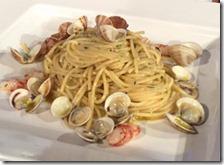 Spaghetti aglio, olio e peperoncino con gamberi rossi