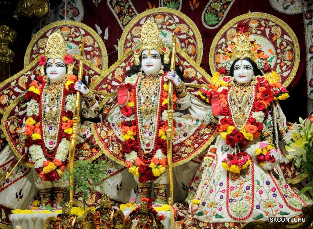 ISKCON Juhu Sringar Deity Darshan on 2nd Jan 2017 (30)
