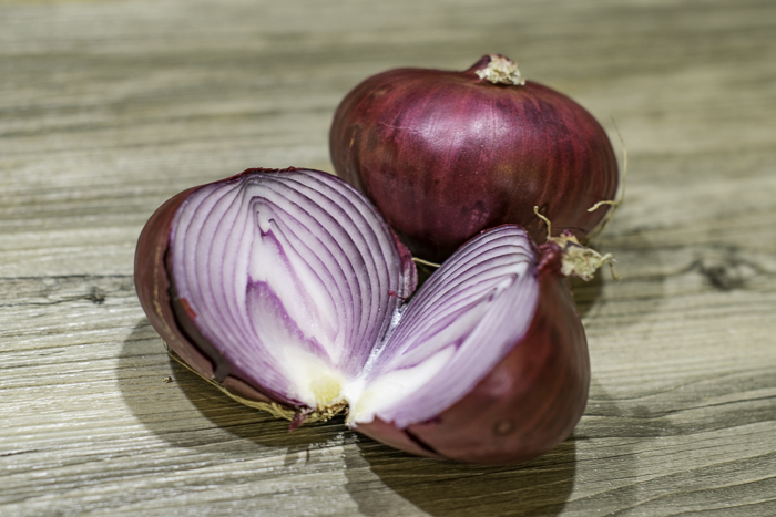 Red onions for caramelized onion tart