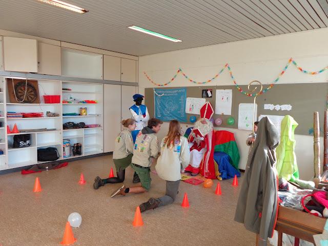 Sinterklaas op de scouts - 1 december 2013 - DSC00218.JPG