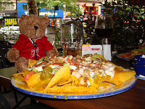 Hard Rock Cafe Paris - Beer, Nachos, what more could you a bear want?
