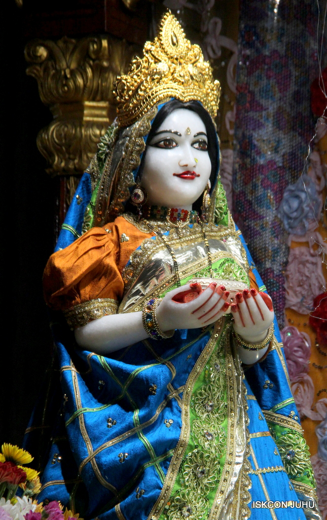 ISKCON Juhu Mangal Deity Darshan on 5th Sep 2016 (21)