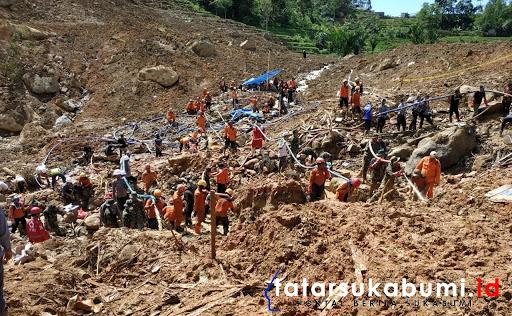 Proses pencarian Korban Longsor Cisolok Sukabumi / Foto : Isep Panji (5/1/2019)