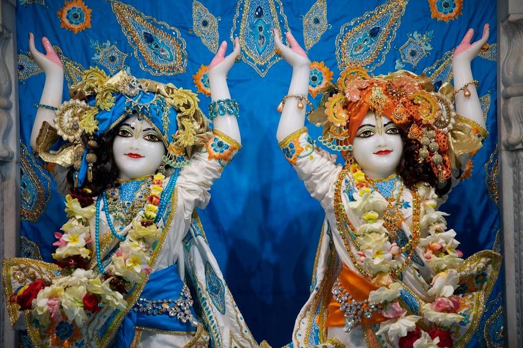 ISKCON New Govardhan Deity Darshan 08 Dec 2016 (46)