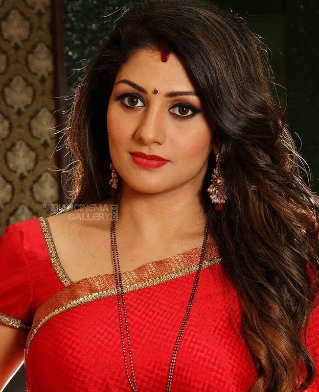 CCB Notice to Actor Radhika | ನಟಿ ರಾಧಿಕಾಗೆ ಸಿಸಿಬಿ ನೋಟೀಸ್ ಬಿಸಿ: ವಿಚಾರಣೆಗೂ ಮುನ್ನ ನಟಿ ಹೇಳಿದ್ದೇನು...?