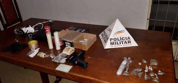 POLÍCIA MILITAR DE VIEIRAS APREENDE DROGAS, BALANÇA DE PRECISÃO, DINHEIRO, E UM CIRCUITO INTERNO DE CÂMERAS PARA MONITORAMENTO