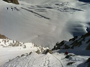 Partie supérieure, entre neige et rocher.