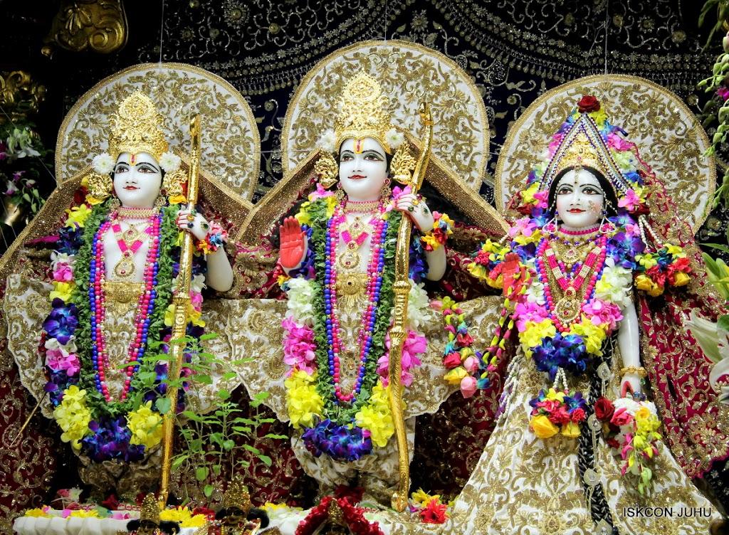 ISKCON Juhu Sringar Deity Darshan on 25th August 2016 (24)