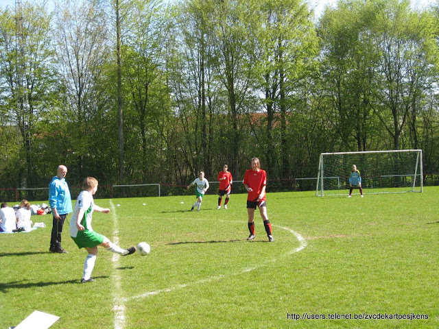 Albatros-17april2010 - vrouwenvoetbal_sint_jozef_londerzeel_intrappen.jpg
