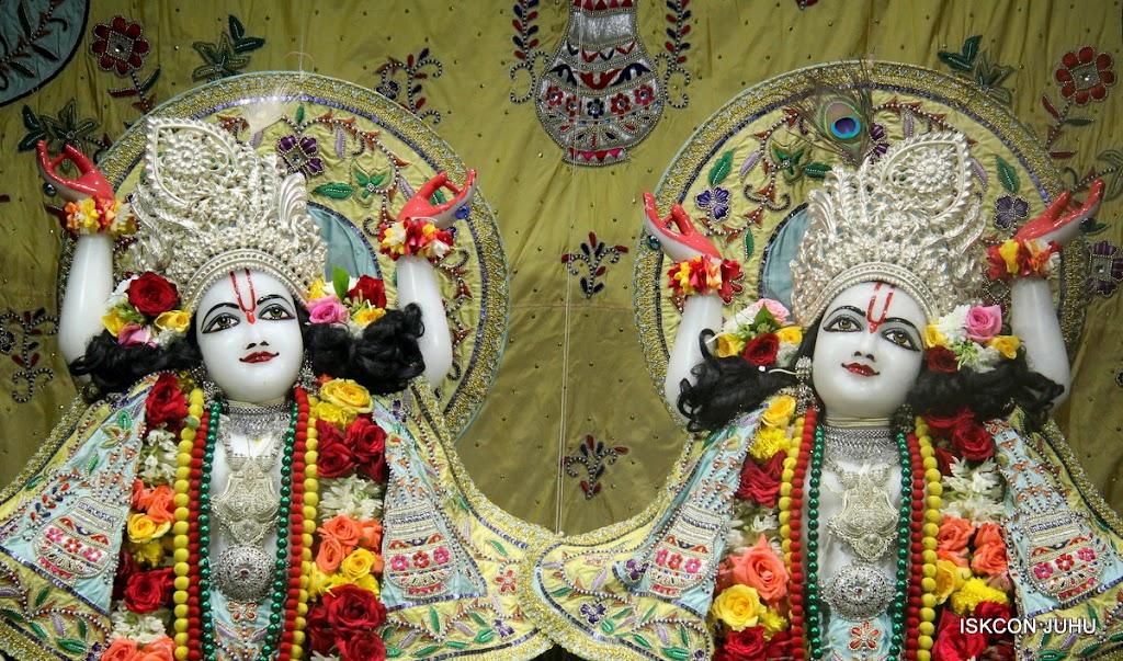 ISKCON Juhu Sringar Deity Darshan on 3rd Aug 2016 (41)