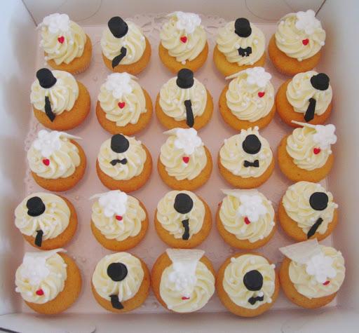Mr & Mrs cupcakes.JPG