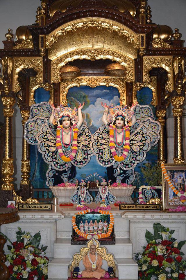 ISKCON Ujjain Deity Darshan 05 April 2016  (9)