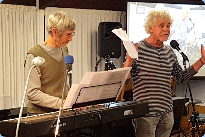 Linus Treefoot on his Korg Havian 30 with friend singing, John Lethaby. Certainly got the audience singing and foot stomping - good stuff!