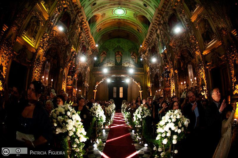 Foto de casamento 3106 de Fabiana e Johnny. Marcações: 17/07/2010, Casamento Fabiana e Johnny, Igreja, Igreja Nossa Senhora Monte do Carmo, Rio de Janeiro.