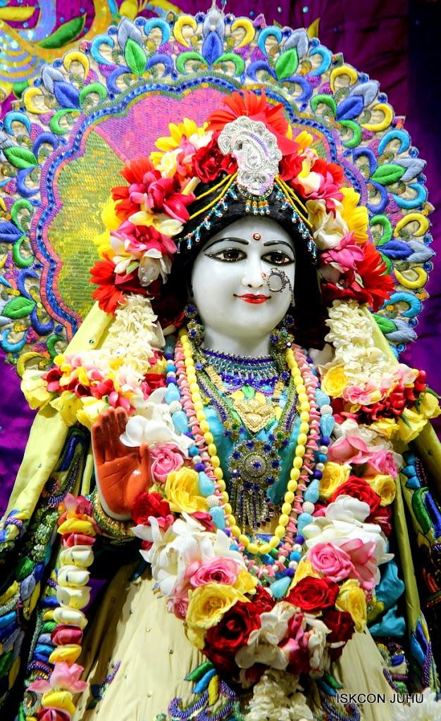 ISKCON Juhu Sringar Deity Darshan on 28th April 2016 (15)