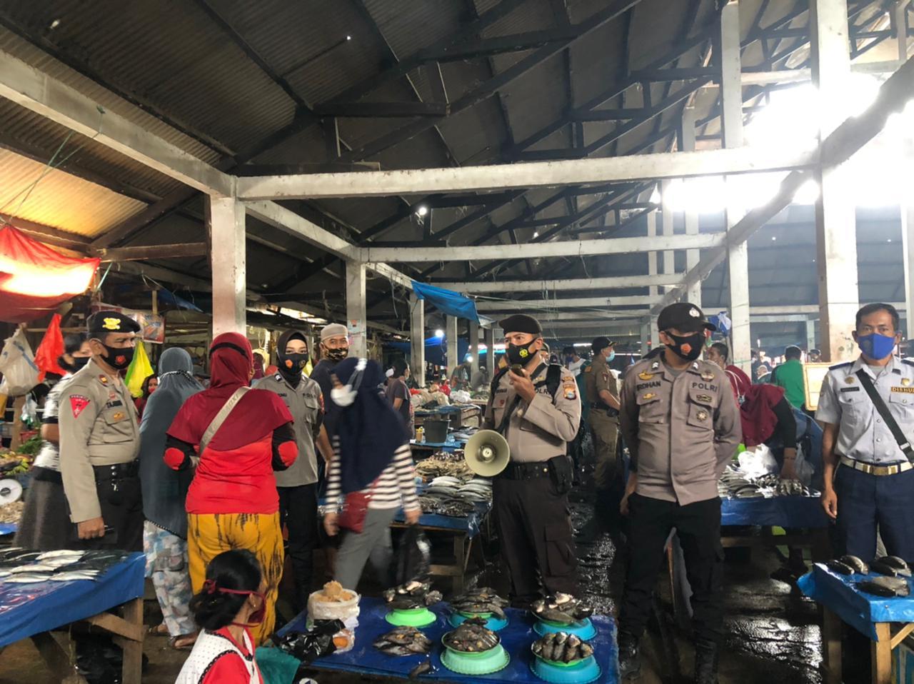Gabungan TNI Polri dan Pemkab Soppeng Giat Sosialisasi Protokol Kesehatan di Pasar Sentral