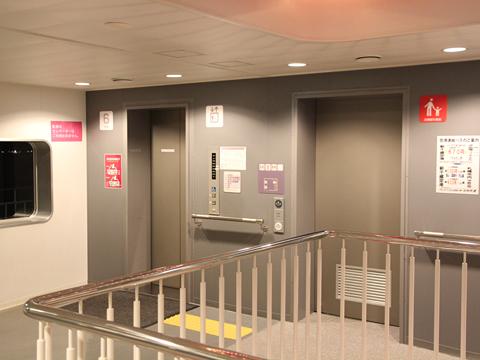 川崎近海汽船「シルバープリンセス」 6デッキ EVホール