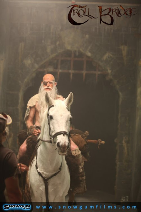 cohen na koniu w Troll Bridge