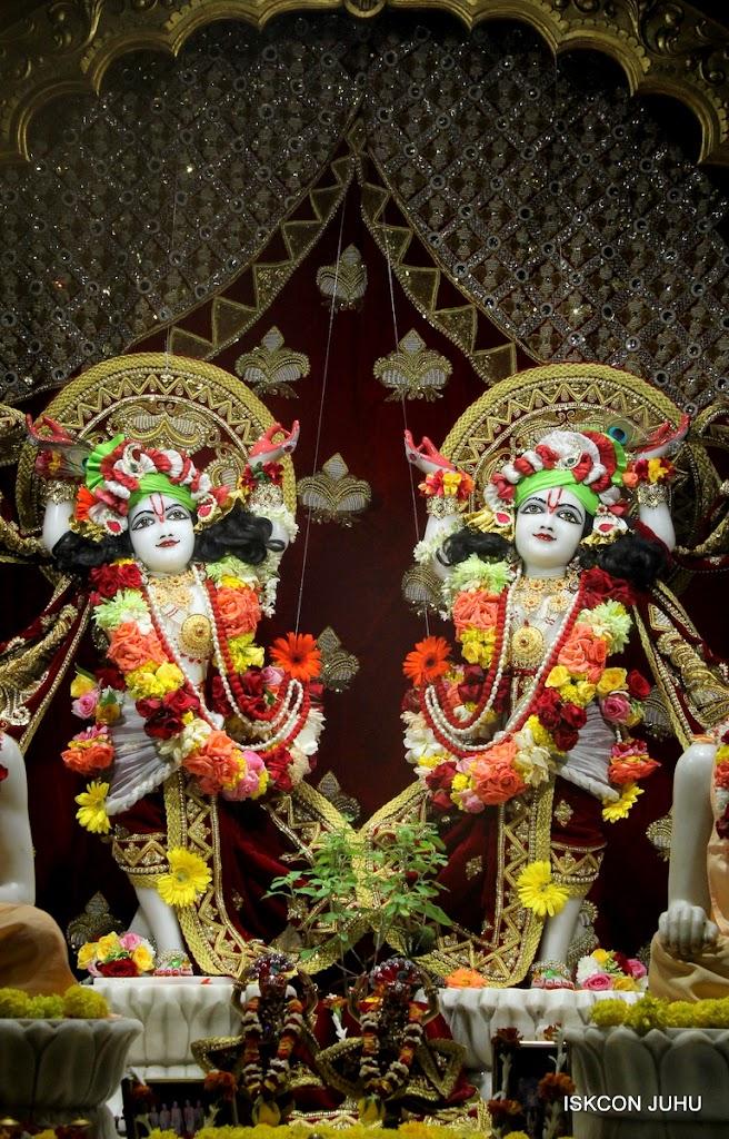 ISKCON Juhu Sringar Deity Darshan on 5th Aug 2016 (48)