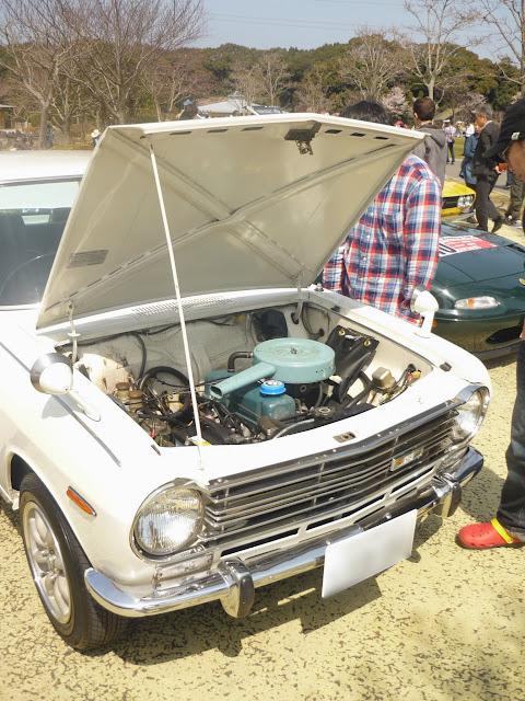 ダットサン サニーのエンジンルーム-1