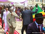 La délégation des personnes élégantes « sapeurs » du Congo Brazzaville rendant hommage à King Kester Emeneya le 01/03/2014 au palais du peuple  à Kinshasa, après l'arrivee de la dépouille en provenance de Paris. Radio Okapi/Ph. John Bompengo