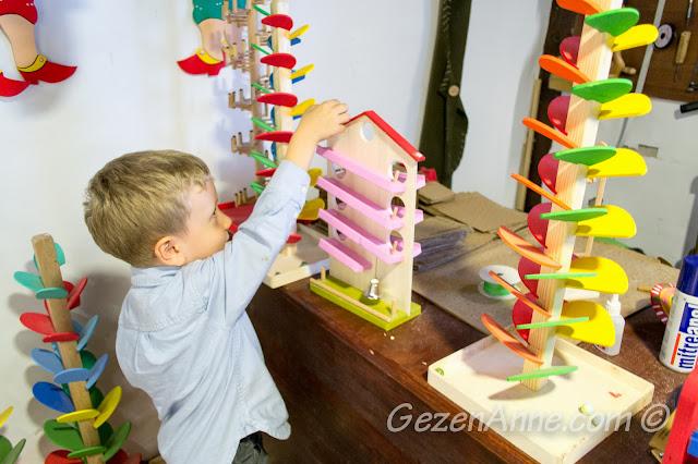 tahta oyuncaklarla oynarken, Yaşayan Müze Beypazarı