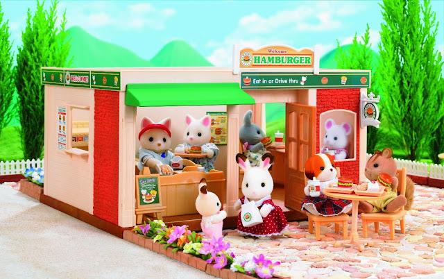 Các bạn nhỏ có thể tận dụng không gian bao quanh cửa hàng để kinh doanh